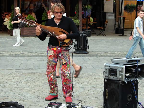 Chłopiec z gitarą?