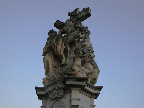 Zdjęcie - Krzyż na Moście Karola