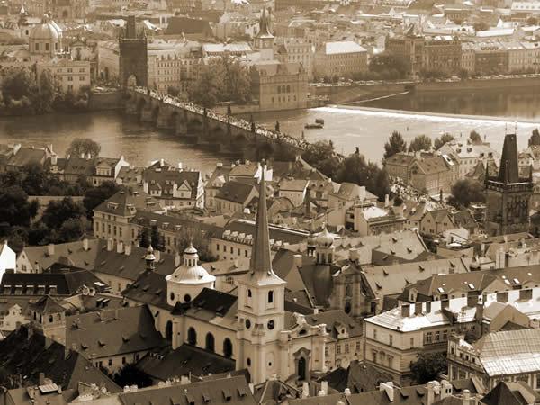 Z wieży katedry na Most Karola