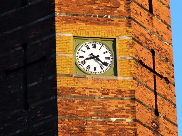 Poręczny zegar na wieży