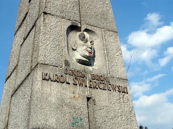 Zdjęcie - Pomnik generała Karola Świerczewskiego
