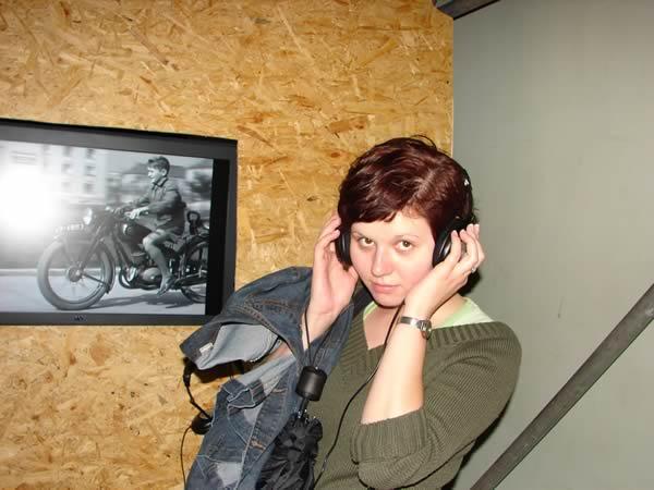 Zdjęcie - Polka w słuchawkach