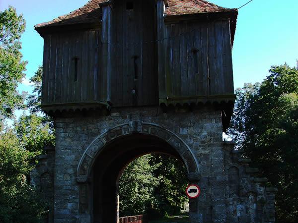 Brama wjazdowa do pałacu
