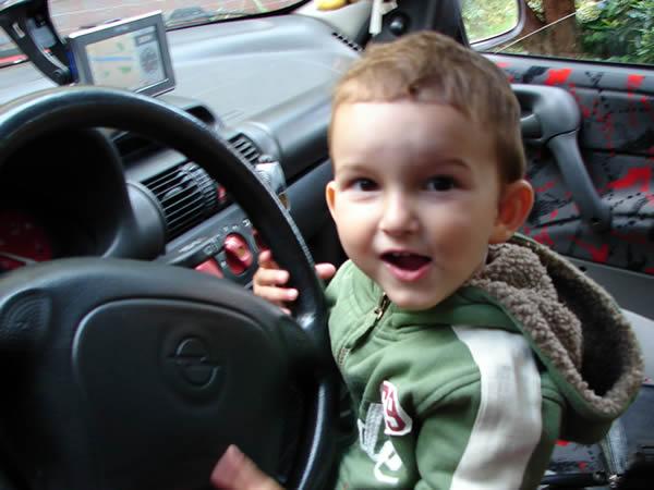 Zdjęcie - Mały kierowca