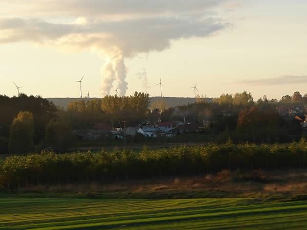 Zdjęcie - Dym łączy się z chmurą