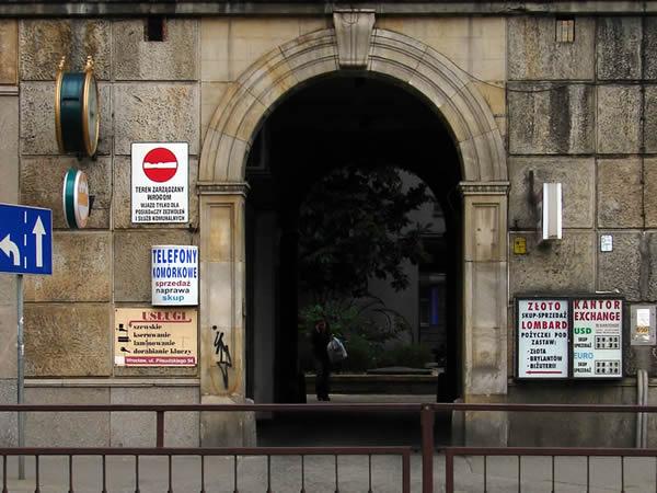 Zdjęcie - Złoto, lombard, kantor, zegar, znak i brama