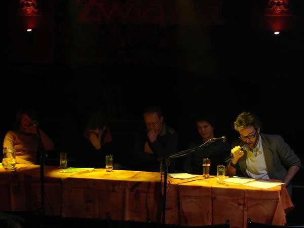 Zdjęcie - Witkowski czyta wiersza, reszta słucha