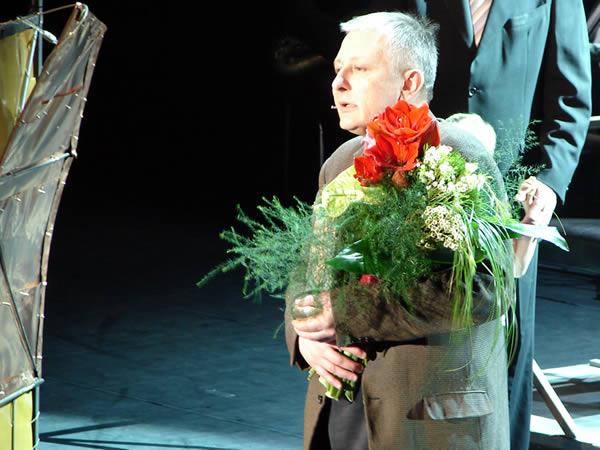 Sosna z kwiatami
