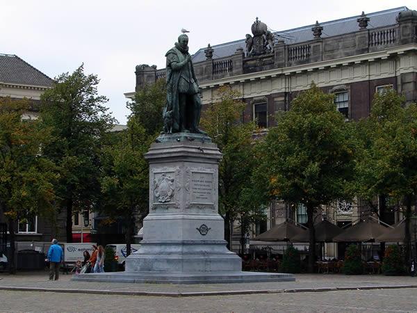 Pomnik z gołębiem