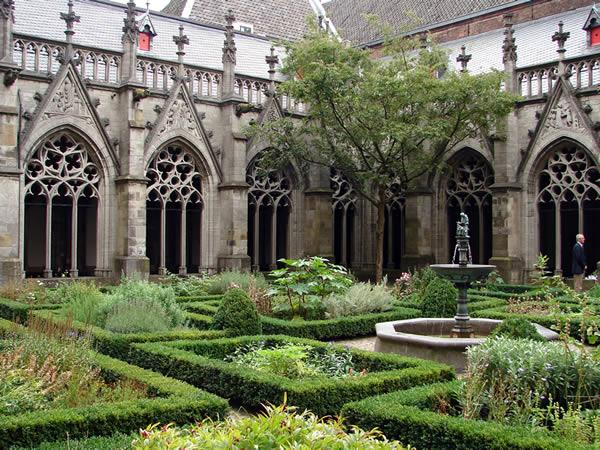 Ogród obok Katedry