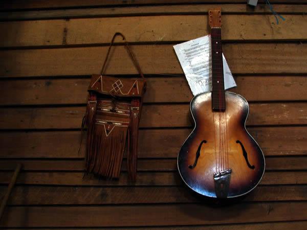 Gitara i torba indiańska