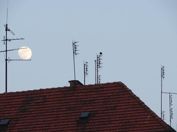 Księżycowo - antenowo