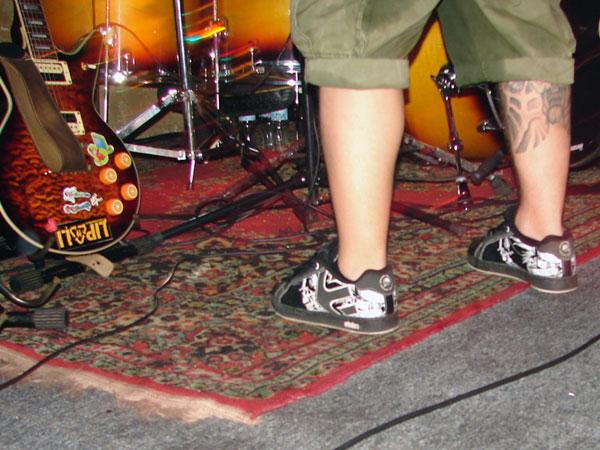 Gitara, noga, dywan, tatuaż