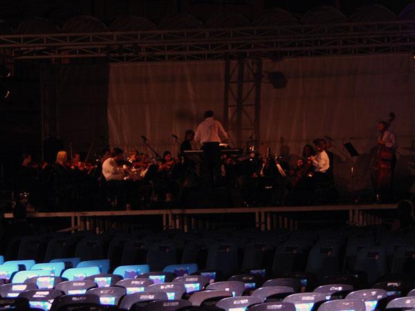 Orkiestra sie stroi