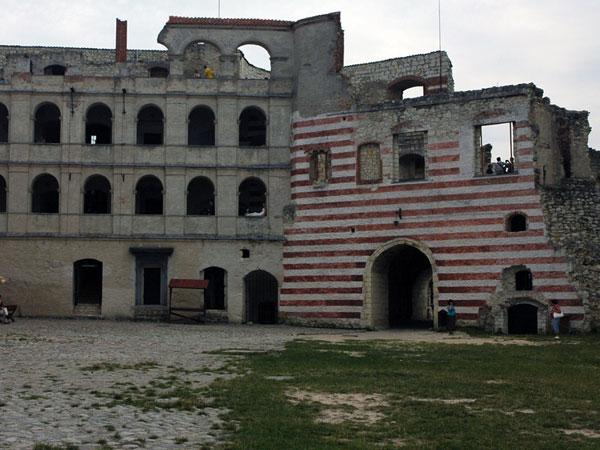 Ruiny zamku, ale całkiem...