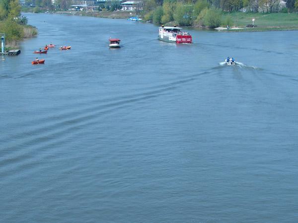 Zdjęcie - Na rzece ciągły ruch