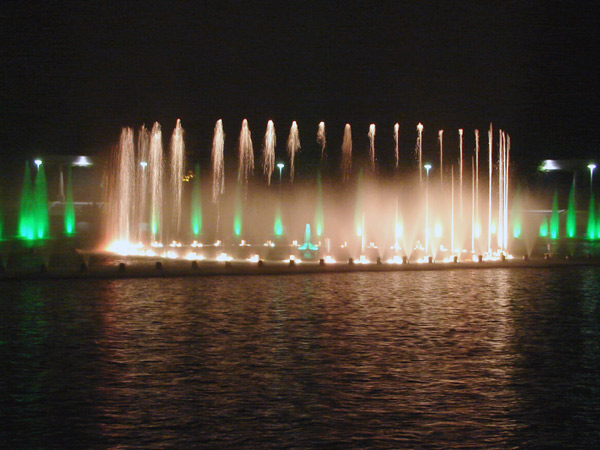 Słupy wody i światła