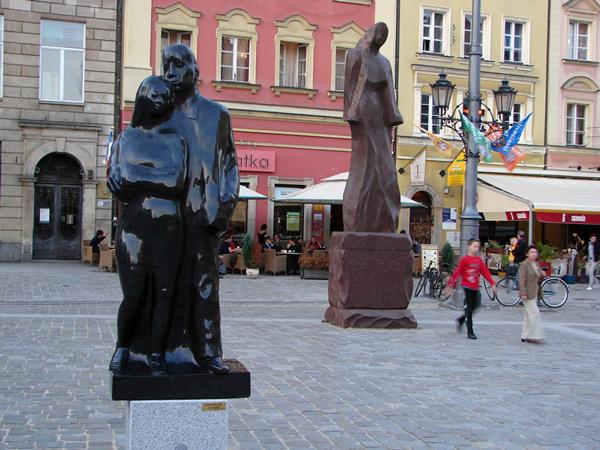 Granitowe rzeźby na wrocławskim Rynku