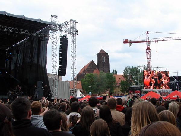 Zdjęcie - Brodka w tłumie