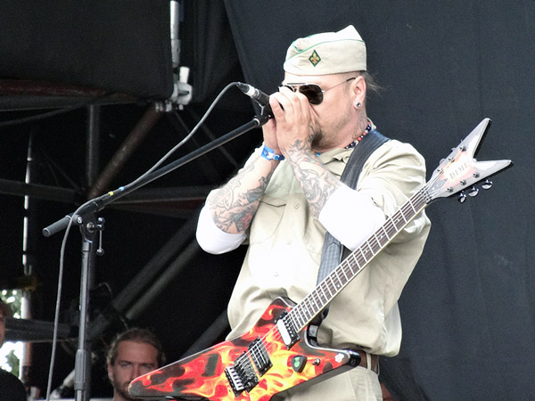 Tomasz Lipnicki - śpiew, gitara