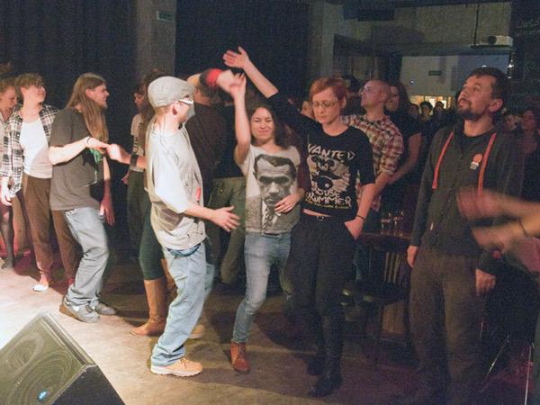 Tańczenie, dodano: 2012-11-28