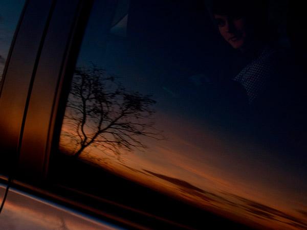 W szybie samochodu