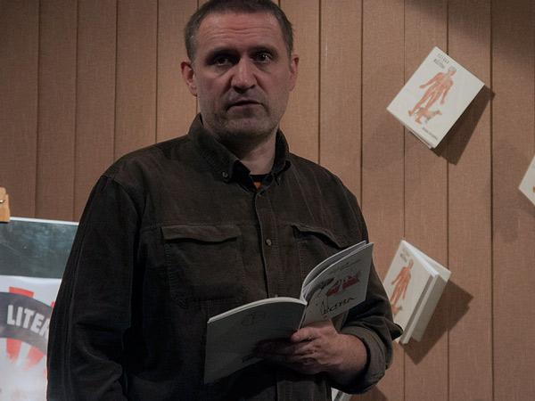 Wojciech Bonowicz czytający