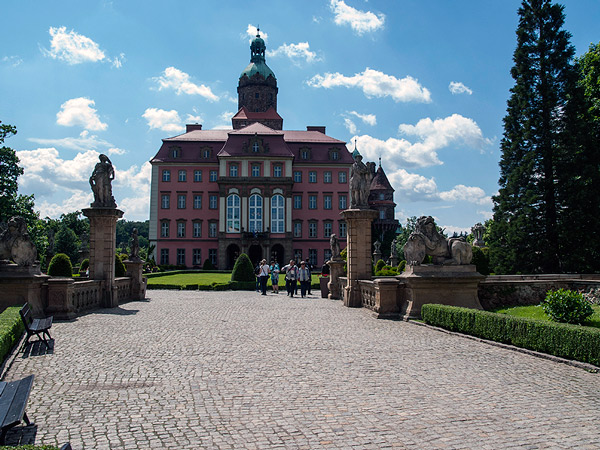 Fasada wschodnia, czyli wejście do zamku