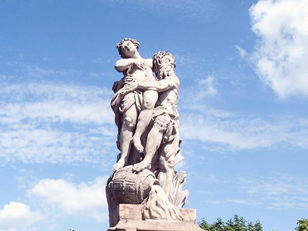 Rzeźby przy Dziedzińcu Honorowym