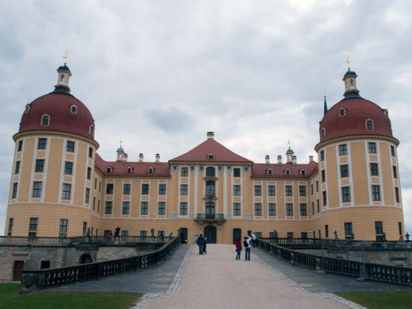 Pałac Moritzburg z drugiej strony