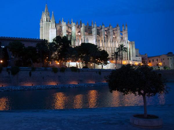 Katedra nocą