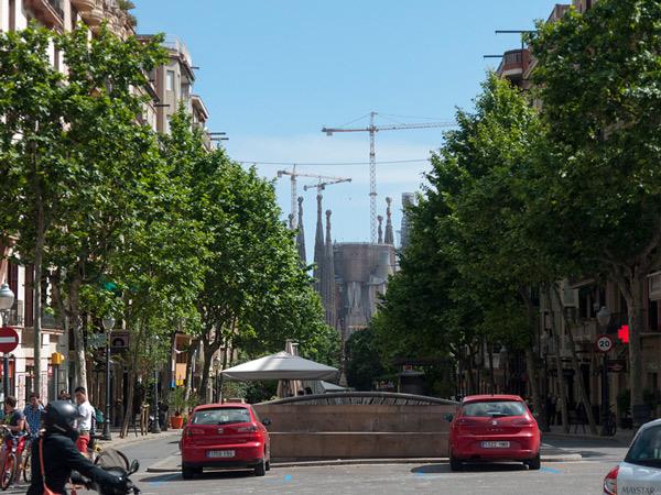 Sagrada Família z oddali